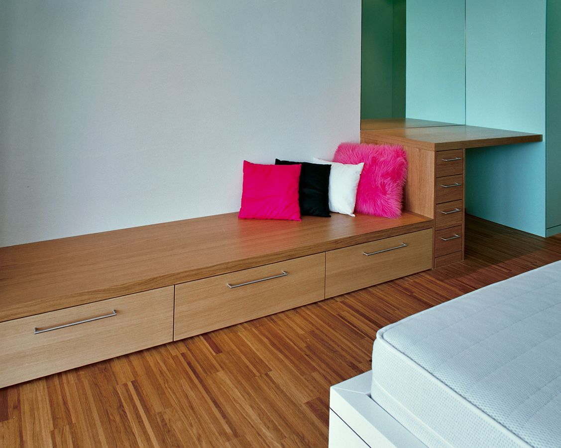 ankleide schlafzimmer sideboard schrank garderobe dachfenster t re. Black Bedroom Furniture Sets. Home Design Ideas